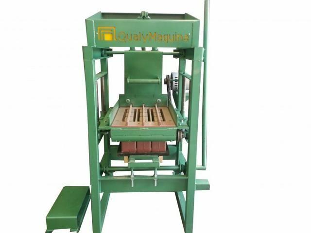 Máquina de fazer blocos, canaletas etc