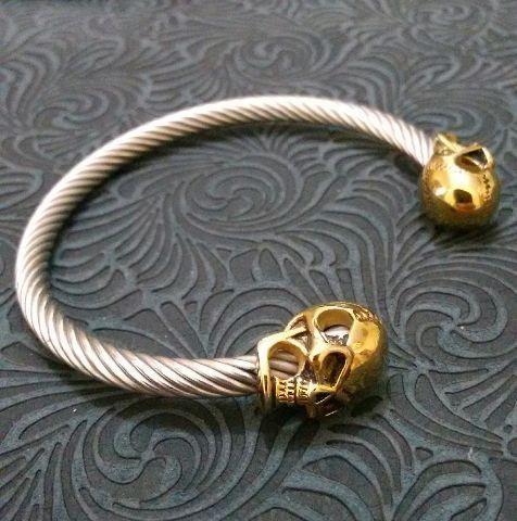Bracelete de caveiras