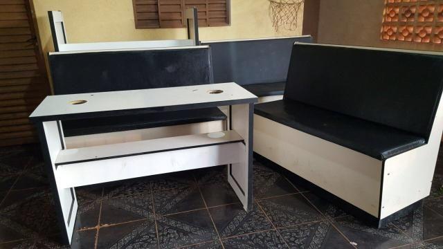 Vendo bancos e mesas para tabacarias 1400,00