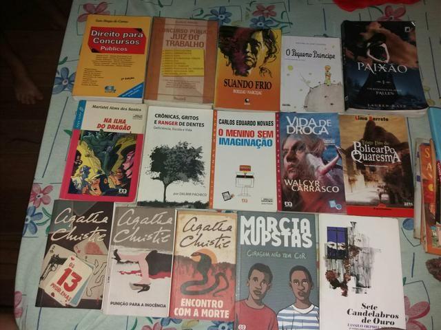Livros de autores brasileiros/ livro de concurso de direito