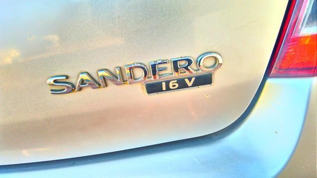 Renault Sandero - carro de mulher - Foto 9