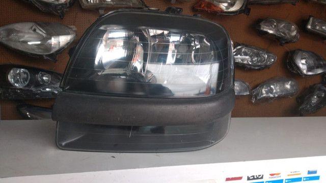 Farol Fiat Doblo 2002 à 2009 Máscara Negra Original