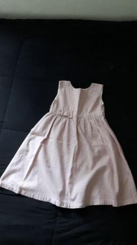 Vestido em tecido de algodão com estampa pied de poule.Tamanho 8 anos
