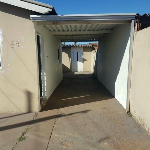 Casa asfalto com edicula nos fundos da financiamento aceita carro - Foto 2