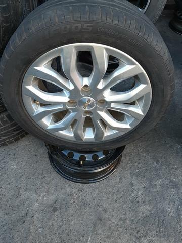 Jogo de roda aro 15 com pneus 1.100$ aceito troca - Foto 2