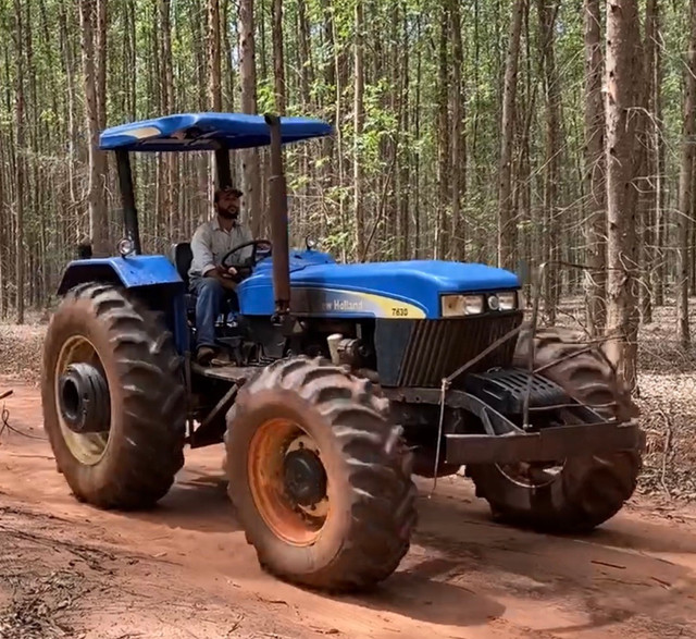 Trator New Holland NH 7630