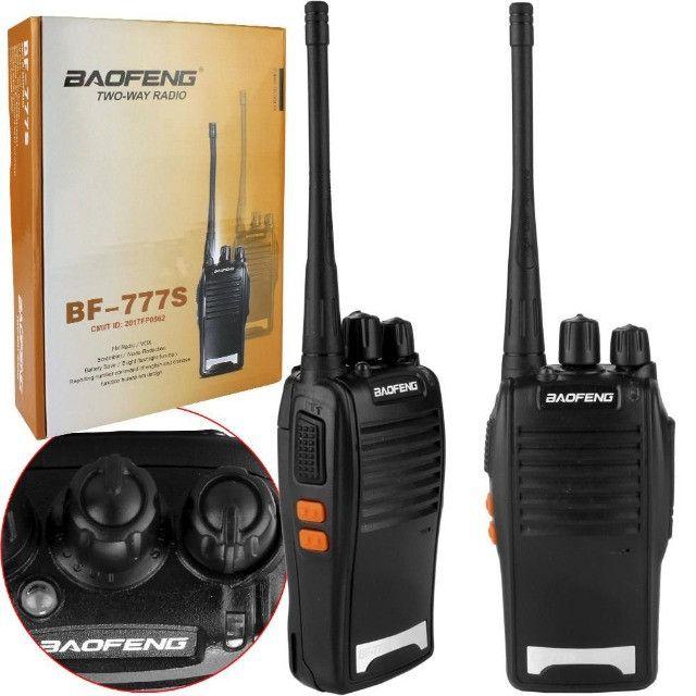 Kit 2 Rádio Comunicador e Transmissor Walk Talk Baofeng Bf777s - Foto 4