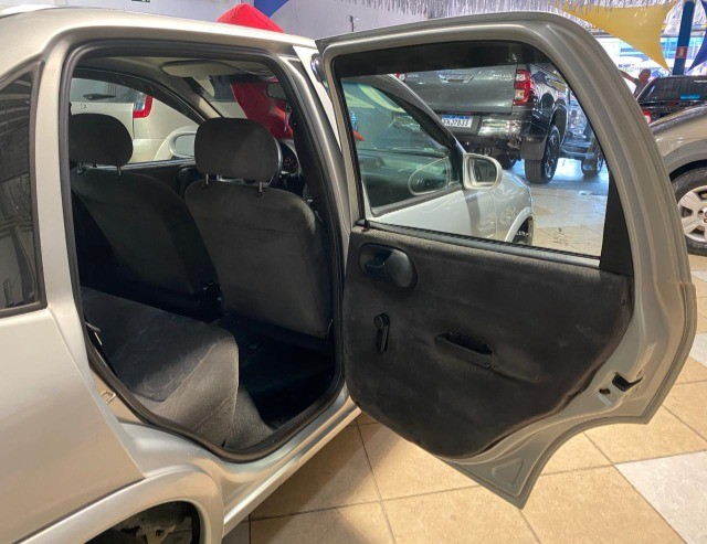 Chevrolet Corsa Sedan 2002 1.0 Gasolina Milenium Básico Prata Estudo Troca e Financio - Foto 17