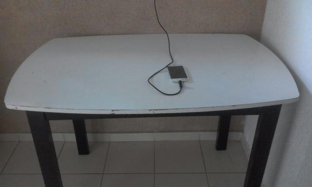 Mesa para 4 cadeiras
