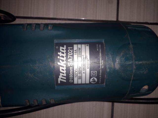 Lixadeira Angular Makita SA7021 - Foto 4