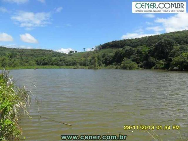 1426/Bela fazenda de 35 ha pertinho de Ouro Branco e com ótima estrutura e belo lago