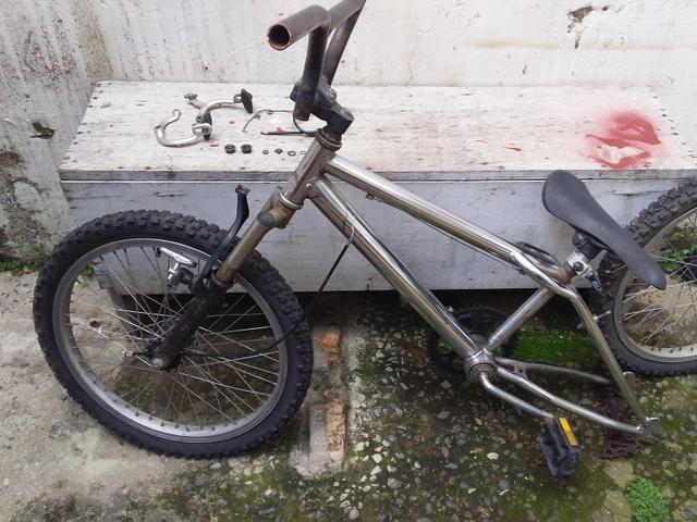 Bike Aço pneus aro 20 desmontada usada