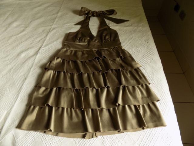 Vestido de festa, cetim dourado, tamanho P, frente única, usado uma vez