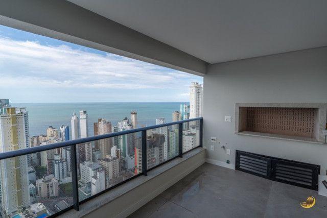 Apartamento 03 Suítes - 03 Vagas de garagem - Sacada com churrasqueira - Vista Mar - Foto 2