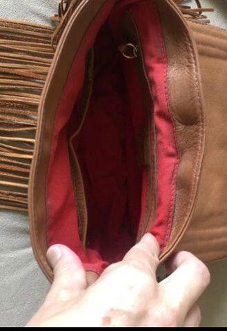 Bolsa de couro Schutz com franjas  - Foto 4