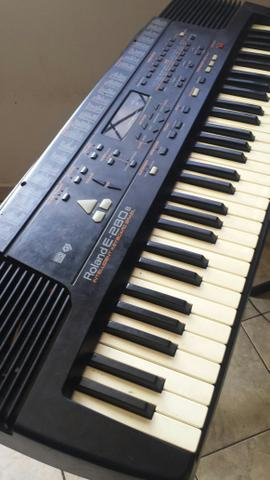 Teclado Roland E280B arranjador