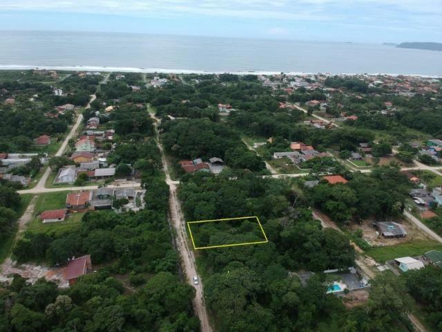Ótimo terreno plano bem localizado em itapoá no balneário das palmeiras, medindo 12 x 32 t