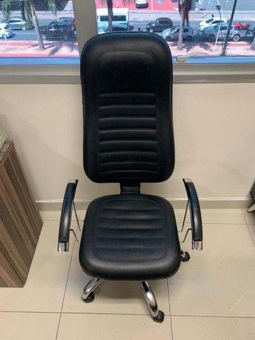 Mesa para escritório em L,  e 3 Cadeiras - Foto 4