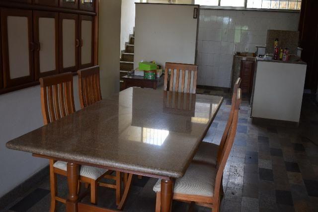 Mesa de almoço/jantar em madeira e granito com 6 cadeiras