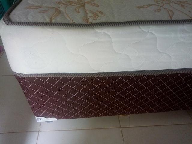 Cama Box Casal de Molas Ensacadas com 04 meses de uso - Foto 2