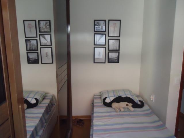 Excelente localização, apartamento todo reformado, 03 quartos sendo 02 com armários! - Foto 11