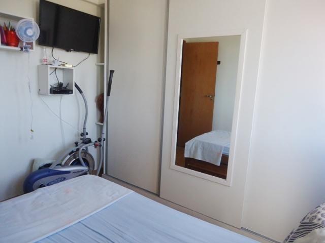 Excelente localização, apartamento todo reformado, 03 quartos sendo 02 com armários! - Foto 6