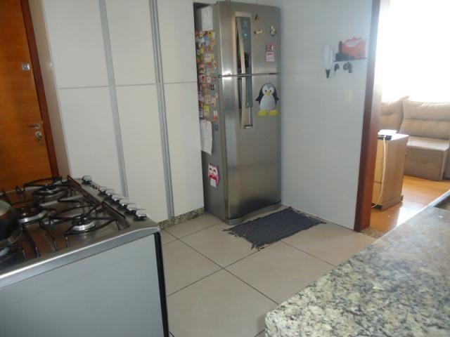 Excelente localização, apartamento todo reformado, 03 quartos sendo 02 com armários! - Foto 14