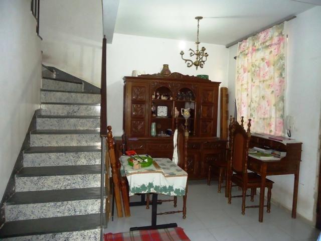 Excelente casa geminada em rua plana, local tranquilo, um dos melhores pontos do bairro, p