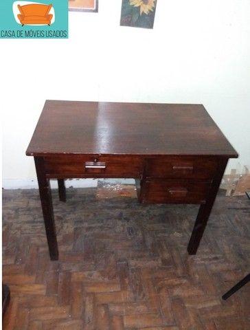 Escrivaninha em madeira com gavetas - Foto 5
