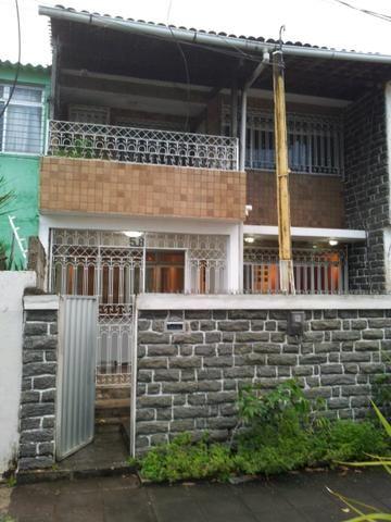 Duplex em casa Caiada na Av. Carlos de Lima Cavalcante