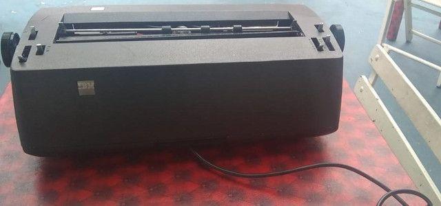 Vendo máquina de escrever elétrica - Foto 2