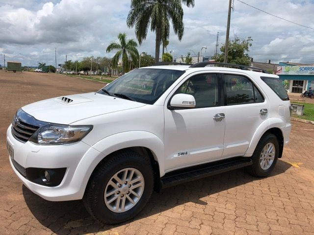TOYOTA HILUX SW4 7 Lugares Ano 14/14