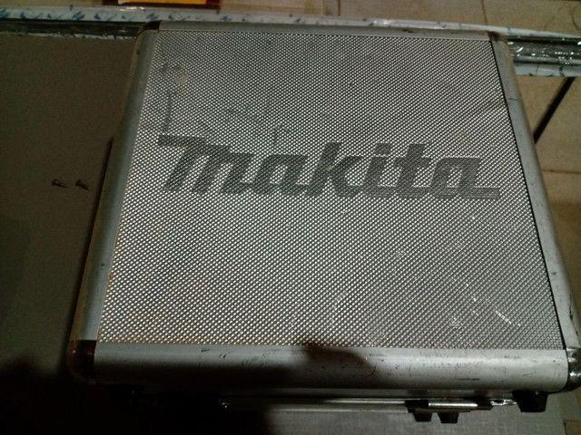 Kit parafusadeira, uma furadeira e uma parafusadeira com duas baterias e um carregador - Foto 3