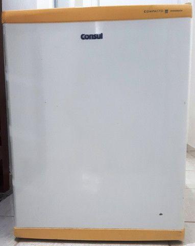 Frigobar Consul branco, 80 litros, usado