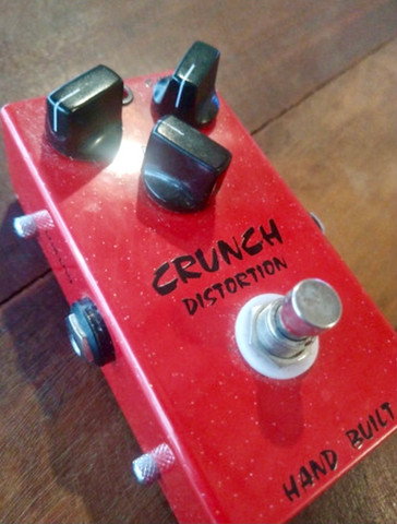 Pedal crunch distortion
