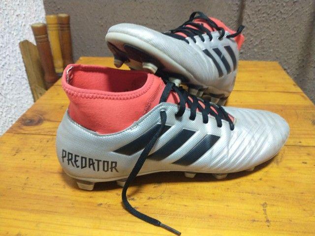Chuteira Adidas seminova - Foto 3
