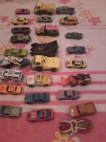 26 carrinhos para coleção