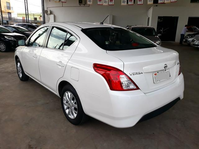 nissan versa sl 1 6 15 16 branco p rola 2016 carros. Black Bedroom Furniture Sets. Home Design Ideas