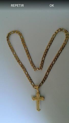 Cordão e pingente em aço inoxidável dourado