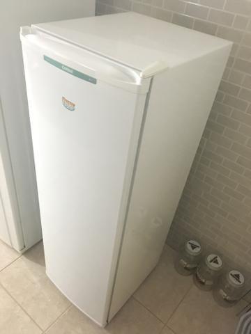 Freezer Vertical Consul Slim 200 142 L