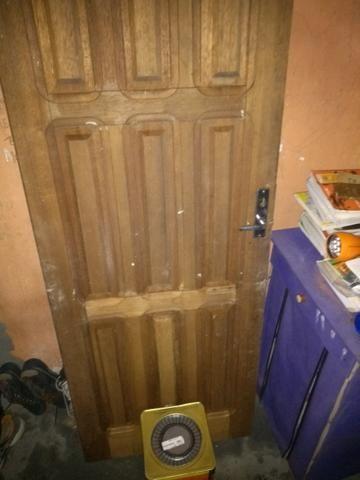 Vendo porta e galão de tinta