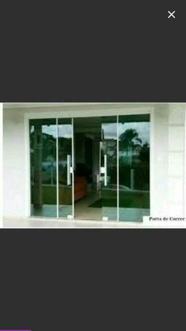 Essa linda porta de blindex.
