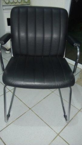 Cadeira de escritorio em couro TokStok