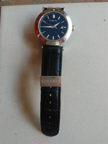 add503e770d Relógio feminino Versace usado