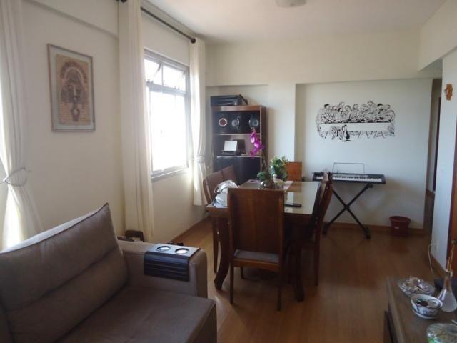 Excelente localização, apartamento todo reformado, 03 quartos sendo 02 com armários! - Foto 4