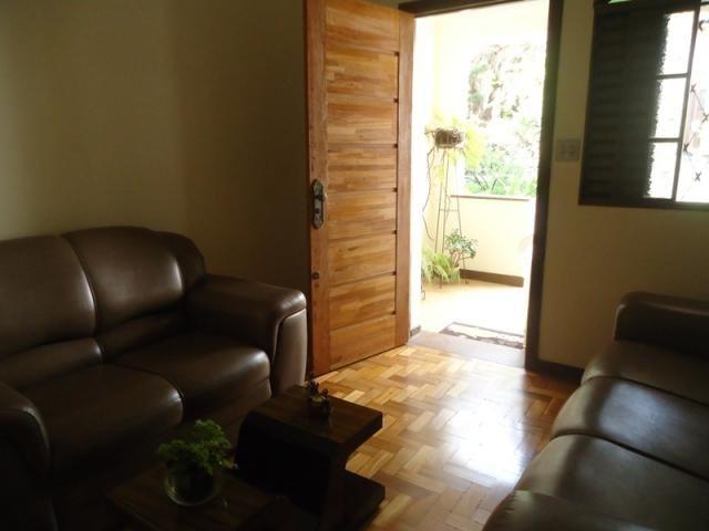 Casa bem conservada em ótima localização, próximo a Rua Padre Eustáquio! - Foto 2