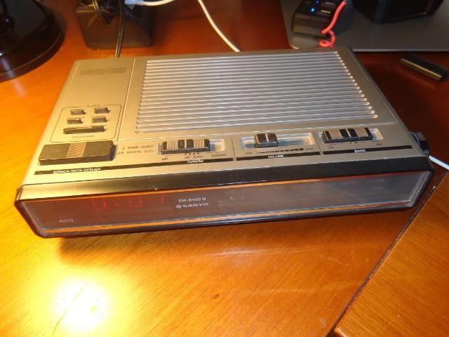 Rádio Relógio Alarme Sanyo Super Thin Rm6100n - Conservado