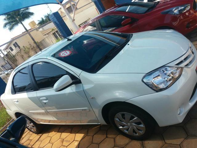 Etios sedan XS automático 16/17 - Foto 2