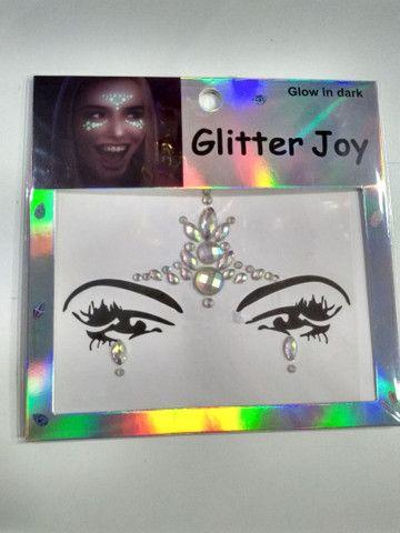 Adesivo de glitter para o rosto brilha no escuro  - Foto 4