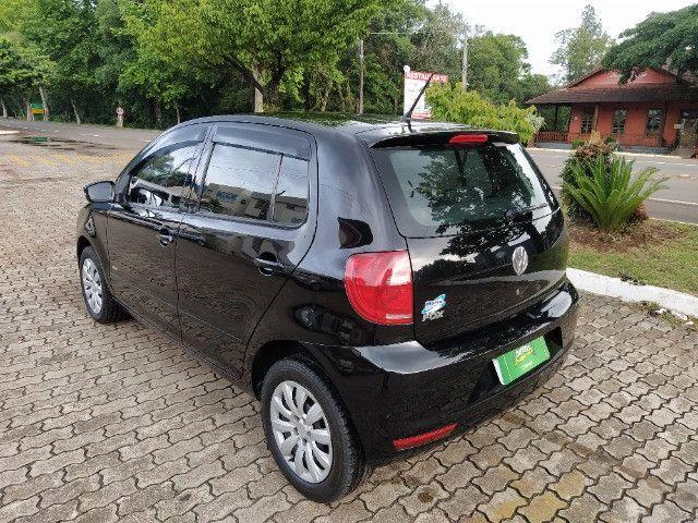 Volkswagen Fox 1.0 VHT (Flex) 4p 2012 - Foto 5